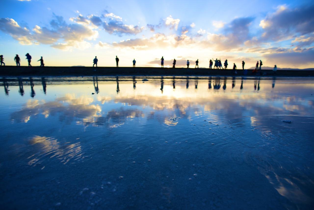 天空之境——茶卡盐湖,位于青海省海西蒙古族藏族自治州乌兰县茶卡